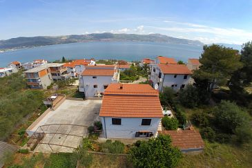 Property Slatine (Čiovo) - Accommodation 1135 - Apartments near sea with pebble beach.