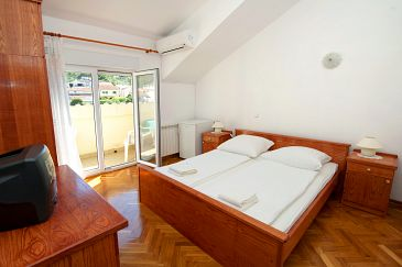 Slatine, Bedroom 1 u smještaju tipa room, dostupna klima i WIFI.