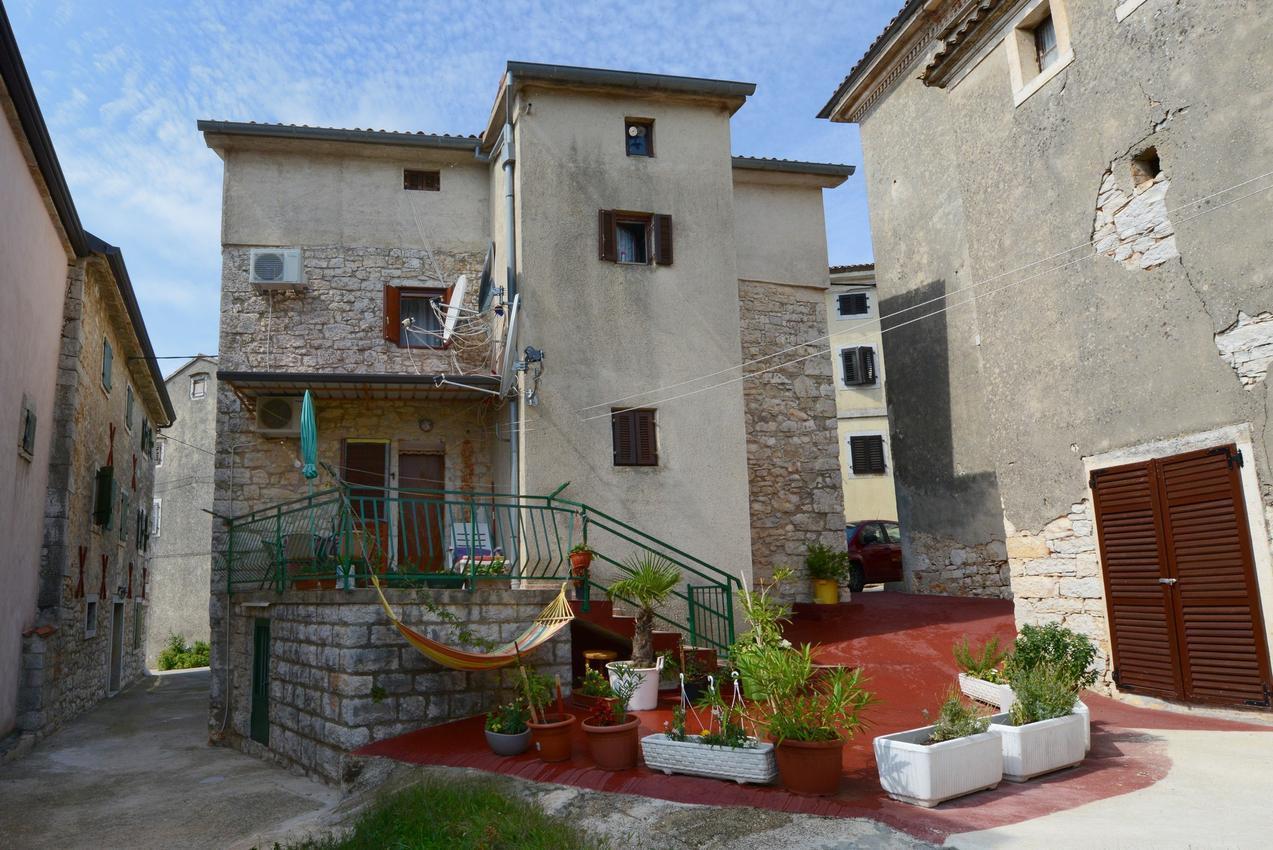 Ubytovanie s parkoviskom v meste Višnjan - 11585