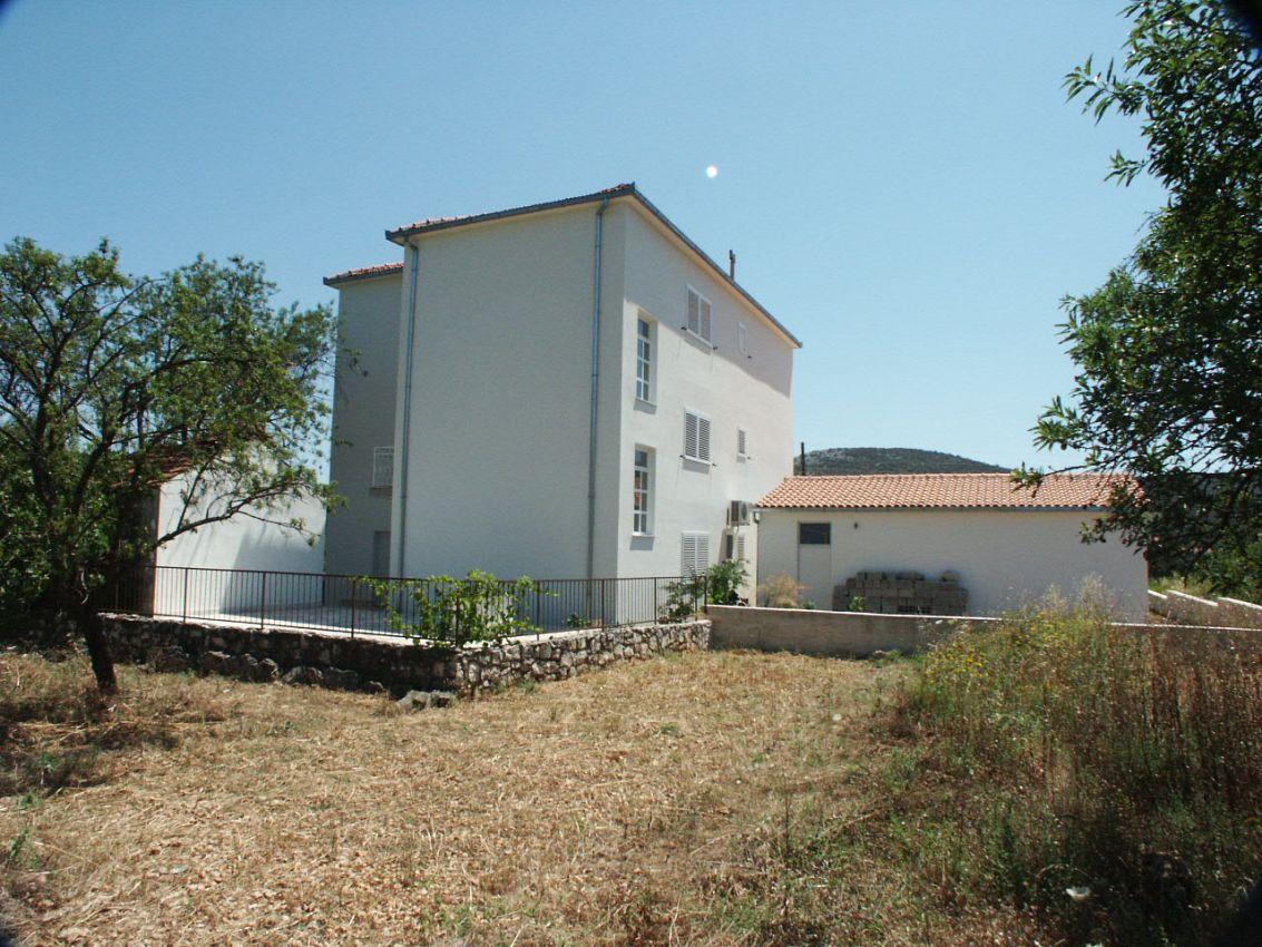 Apartmány s parkoviskom v meste Vinišće - 1165