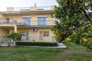 Property Kaštel Kambelovac (Kaštela) - Accommodation 11678 - Apartments with pebble beach.