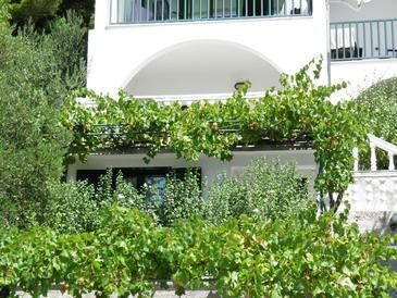 Property Brela (Makarska) - Accommodation 11687 - Apartments with pebble beach.