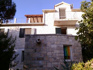 Property Splitska (Brač) - Accommodation 11772 - Apartments with rocky beach.