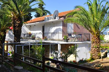 Property Vrboska (Hvar) - Accommodation 11859 - Apartments near sea with rocky beach.