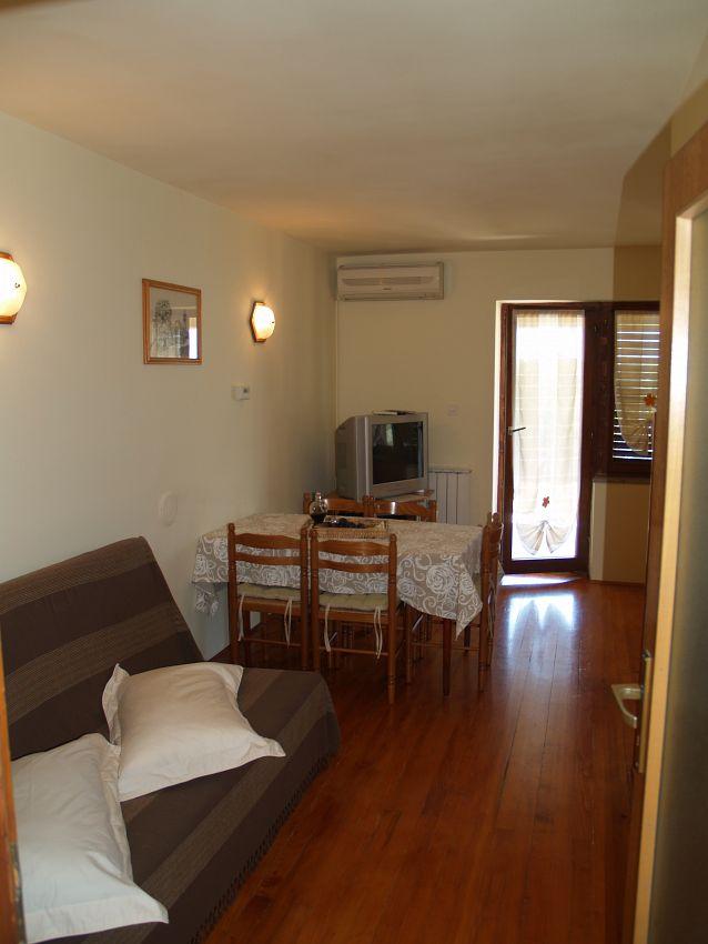 Apartmány s parkoviskom v meste Roč - 12993