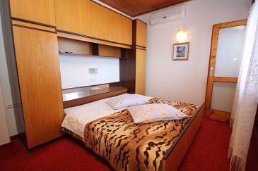 Supetarska Draga - Gornja, Bedroom u smještaju tipa room, dostupna klima i WIFI.