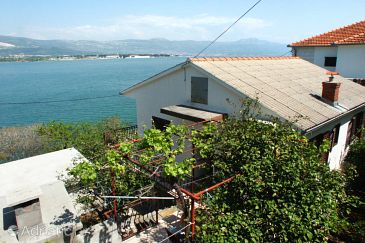 Property Mastrinka (Čiovo) - Accommodation 2033 - Apartments near sea with pebble beach.