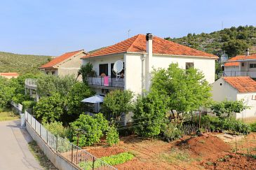 Obiekt Poljica (Trogir) - Zakwaterowanie 2034 - Apartamenty blisko morza ze żwirową plażą.