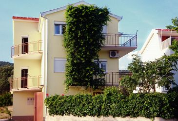Property Vinišće (Trogir) - Accommodation 2095 - Apartments near sea with pebble beach.