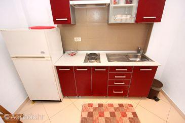 Rovinj, Kitchen u smještaju tipa studio-apartment, dopusteni kucni ljubimci i WIFI.