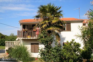 Property Banjole (Pula) - Accommodation 2287 - Apartments with pebble beach.