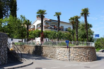 Property Lovran (Opatija) - Accommodation 2302 - Rooms with pebble beach.