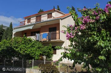 Property Komiža (Vis) - Accommodation 2420 - Apartments with pebble beach.