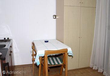 Cres, Dining room u smještaju tipa studio-apartment, dopusteni kucni ljubimci i WIFI.