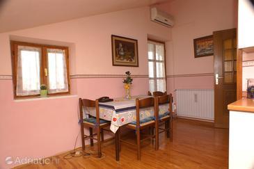 Novigrad, Dining room u smještaju tipa apartment, dostupna klima, dopusteni kucni ljubimci i WIFI.