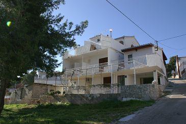 Obiekt Slatine (Čiovo) - Zakwaterowanie 2570 - Apartamenty ze żwirową plażą.