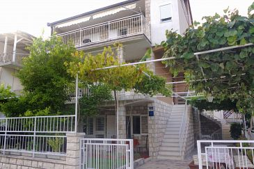 Property Podaca (Makarska) - Accommodation 2576 - Apartments near sea with pebble beach.
