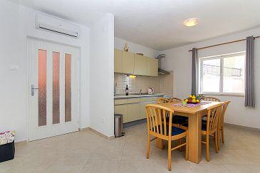 Podgora, Dining room u smještaju tipa apartment, dostupna klima i WIFI.