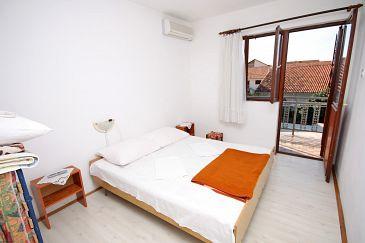 Podaca, Dormitor u smještaju tipa room, dostupna klima i WIFI.
