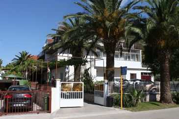Property Zaostrog (Makarska) - Accommodation 2638 - Apartments and Rooms near sea with rocky beach.