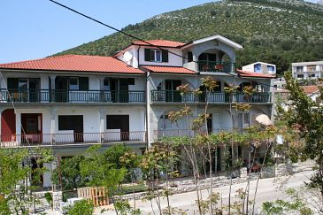 Property Zaostrog (Makarska) - Accommodation 2649 - Apartments near sea with rocky beach.
