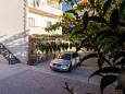 Parking lot Tučepi (Makarska) - Accommodation 2677 - Apartments near sea with pebble beach.