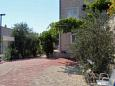 Courtyard Duće (Omiš) - Accommodation 2737 - Apartments near sea with sandy beach.