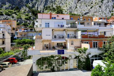 Property Omiš (Omiš) - Accommodation 2738 - Apartments with sandy beach.