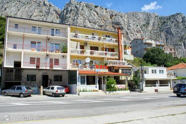 Property Omiš (Omiš) - Accommodation 2757 - Apartments with sandy beach.
