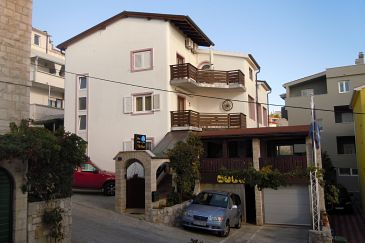 Nemira, Omiš, Property 2781 - Rooms blizu mora with pebble beach.