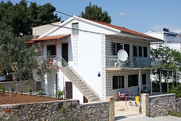 Property Marina (Trogir) - Accommodation 2791 - Apartments near sea with pebble beach.