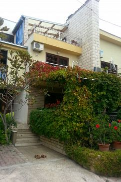 Sumpetar, Omiš, Property 2807 - Apartments with pebble beach.