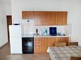 Duće, Kitchen u smještaju tipa apartment, dostupna klima i WIFI.