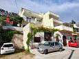 Parking lot Pisak (Omiš) - Accommodation 2827 - Apartments with pebble beach.