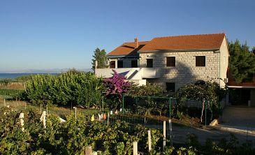 Obiekt Mirca (Brač) - Zakwaterowanie 2841 - Apartamenty ze żwirową plażą.