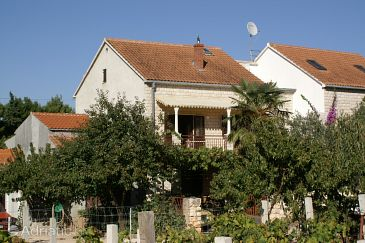Mirca, Brač, Property 2843 - Apartments with pebble beach.