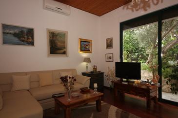 Splitska, Pokój dzienny u smještaju tipa apartment, dostupna klima.
