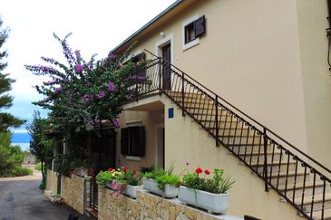Mirca, Brač, Property 2886 - Apartments blizu mora with pebble beach.
