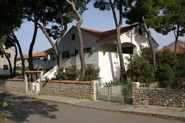 Obiekt Mirca (Brač) - Zakwaterowanie 2902 - Apartamenty blisko morza ze żwirową plażą.