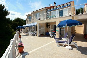 Property Sumartin (Brač) - Accommodation 2940 - Apartments near sea with pebble beach.
