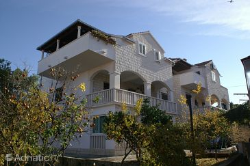 Property Supetar (Brač) - Accommodation 2945 - Apartments with pebble beach.