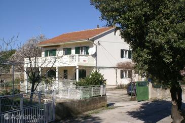 Property Brodarica (Šibenik) - Accommodation 2971 - Apartments near sea with rocky beach.