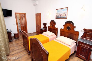Room S-2979-p - Apartments and Rooms Trogir (Trogir) - 2979