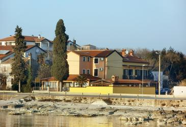 Zambratija, Umag, Property 3047 - Rooms blizu mora with sandy beach.