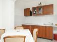 Pučišća, Kitchen u smještaju tipa apartment.