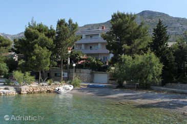 Starigrad, Paklenica, Property 3333 - Rooms blizu mora with pebble beach.