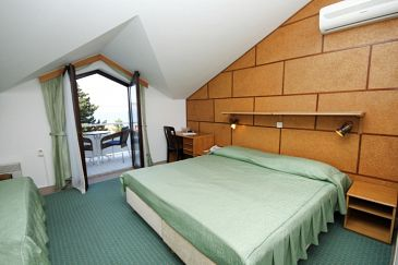 Room S-3335-g - Rooms Starigrad (Paklenica) - 3335