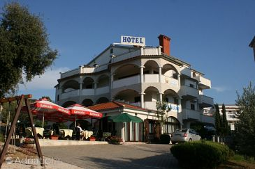 Property Vrsar (Poreč) - Accommodation 3346 - Rooms with pebble beach.
