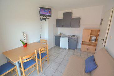 Novigrad, Jídelna u smještaju tipa apartment, dostupna klima, dopusteni kucni ljubimci i WIFI.