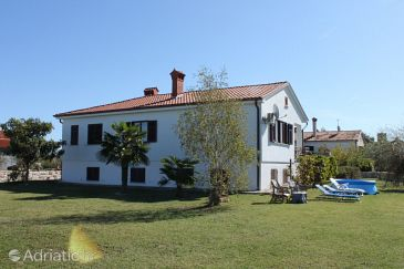 Property Nova Vas (Novigrad) - Accommodation 3385 - Vacation Rentals with pebble beach.